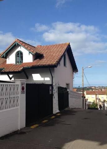 casa individual con jardin - Santander - Casa
