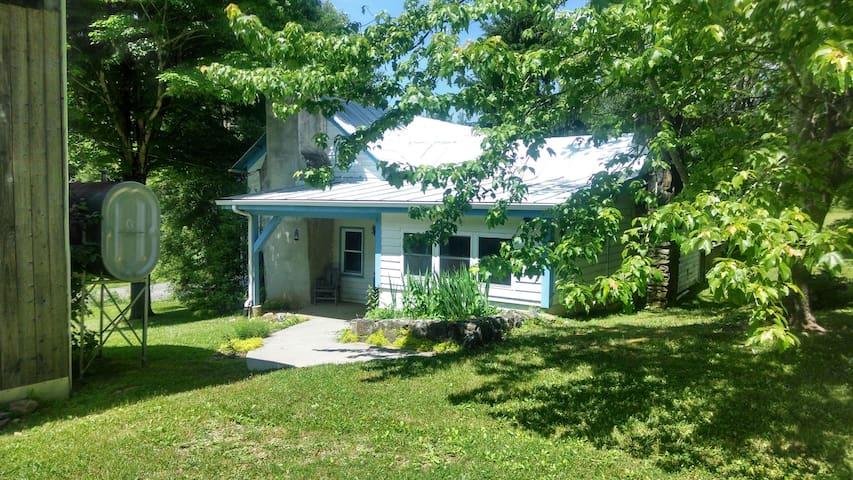 My Floyd Farmhouse! - Willis