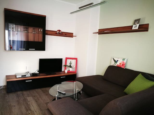 Charmantes Apartment vor Leipzig - Böhlen - Apartamento