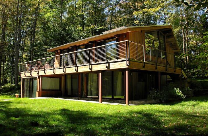 Modern House on Private Lake! - Livingston Manor