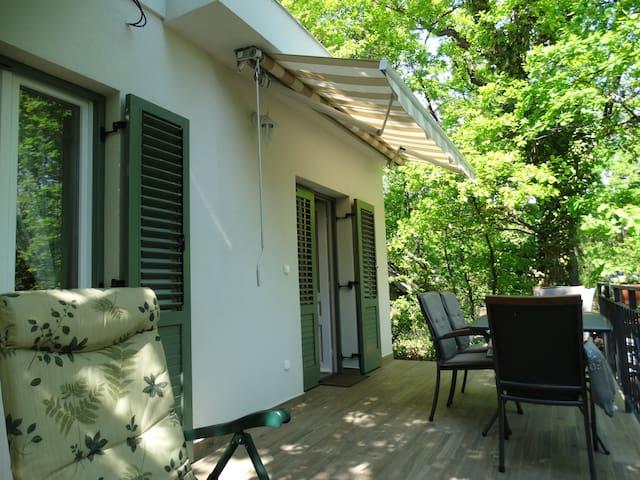 Mediterrán hangulat a Káptalanfüredi dombon - Balatonalmádi - Casa de férias