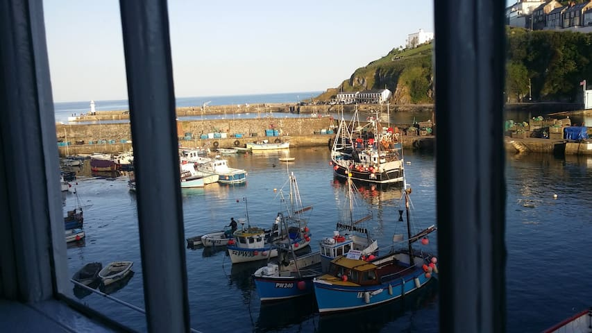 The SeaHoss - Seafront Shipwreck Cottage - Mevagissey - Huis