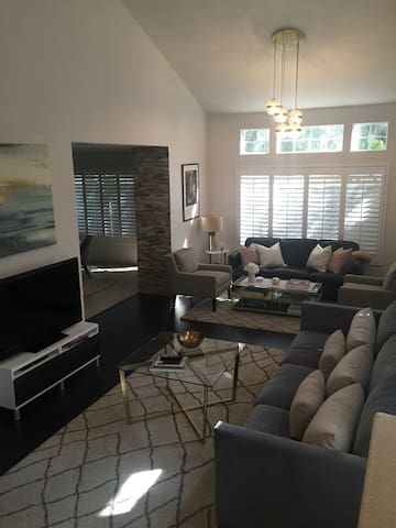 Chic Townhome with Private Master Suite - San Dimas - Rivitalo