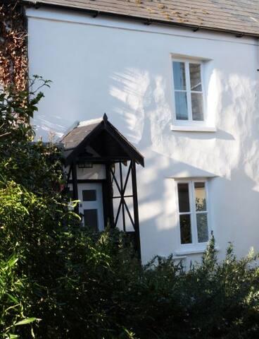 Beautifully restored 2 bedroom cottage in Lyme - Lyme Regis