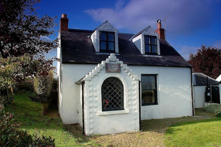 Unique and Historic Cottage in Scottish Borders - Kirk Yetholm - Дом