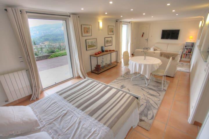 House rental with pool, quiet - Saint-André-de-la-Roche - Villa