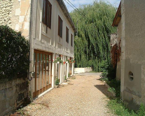 Central Apartment in Market Town - Chalais - Daire