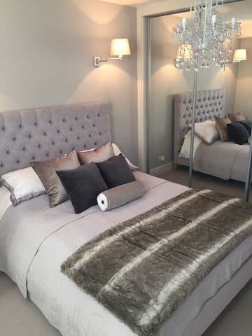 Large Stunning Modern Flat - Guildford - Daire
