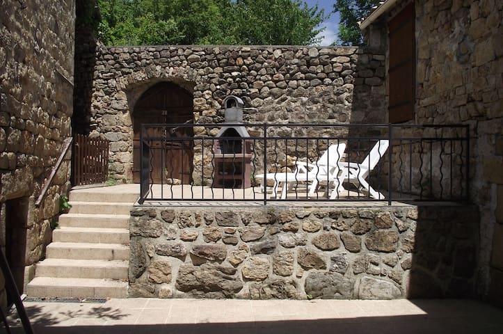 Maison en pierre au coeur de l'Ardèche - Gluiras