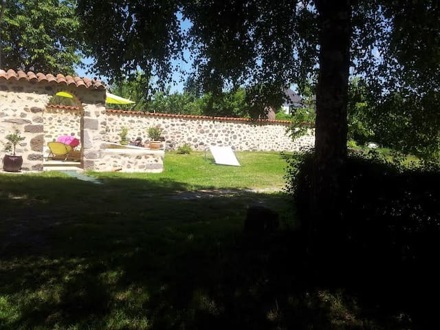 Maison avec jardin et terrasse - Jussac - Huis