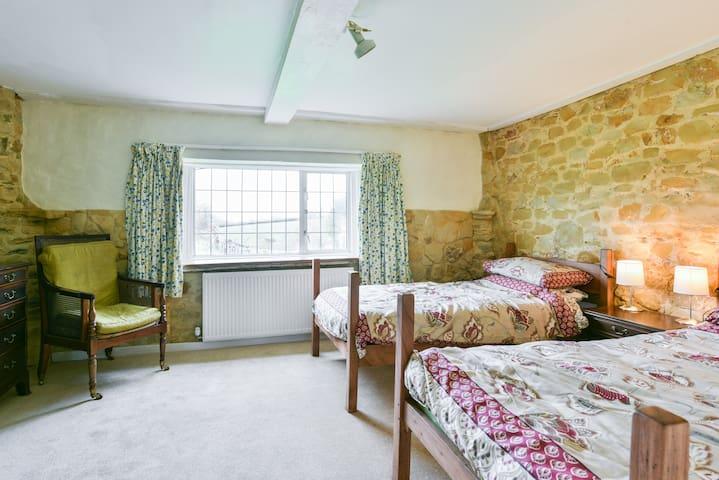 Groundfloor twin bed with bathroom - Kent - Casa