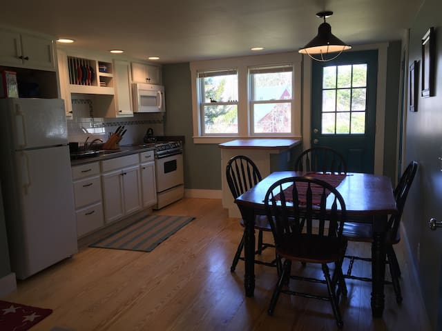 Cheerful, cozy, close to outdoors - Campton
