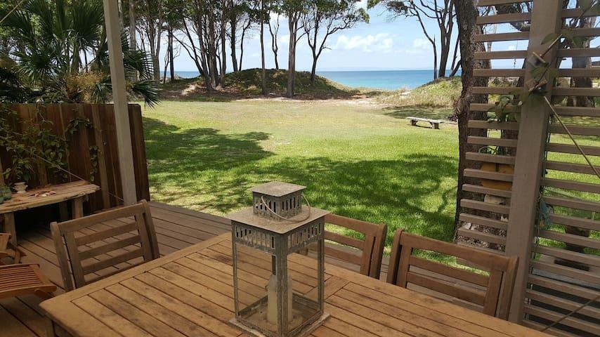 Absolute Beachfront villa  at Cowan Cowan - Moreton Island