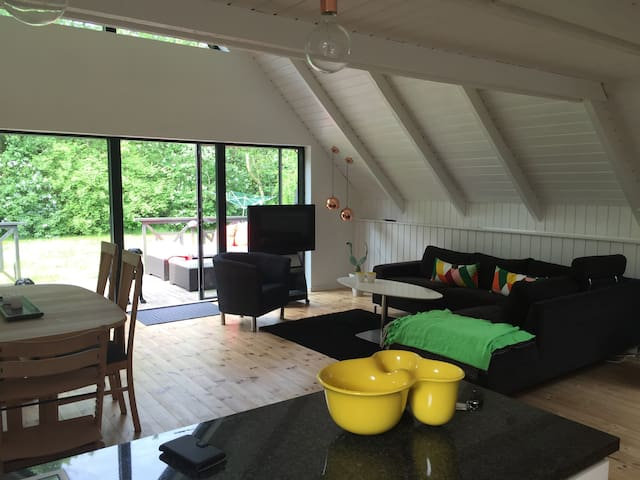 Lovely House With outdoor lounge and fireplace - Spøttrup - Kabin