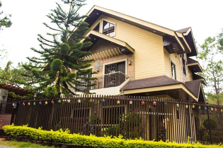 3 Storey 4 BR w/ View deck Elegant house. - Baguio - Hus