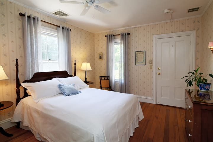 Falmouth Village Inn King Room - The Addison - Falmouth - Bed & Breakfast