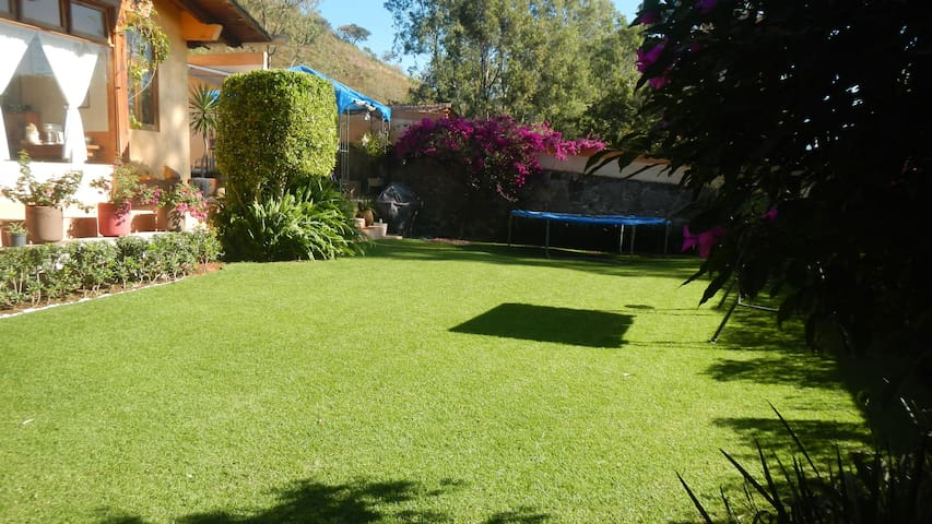 House in front of the lake - Valle de Bravo - Huis