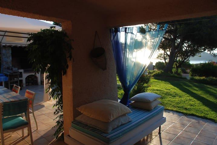 Villa with garden steps from beach 3bedroom3baths - Corbara - 別荘
