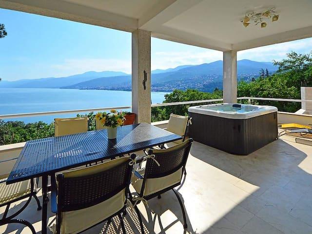 Spacious 4-Bedroom Villa with stunning Seaview - Opatija - Villa