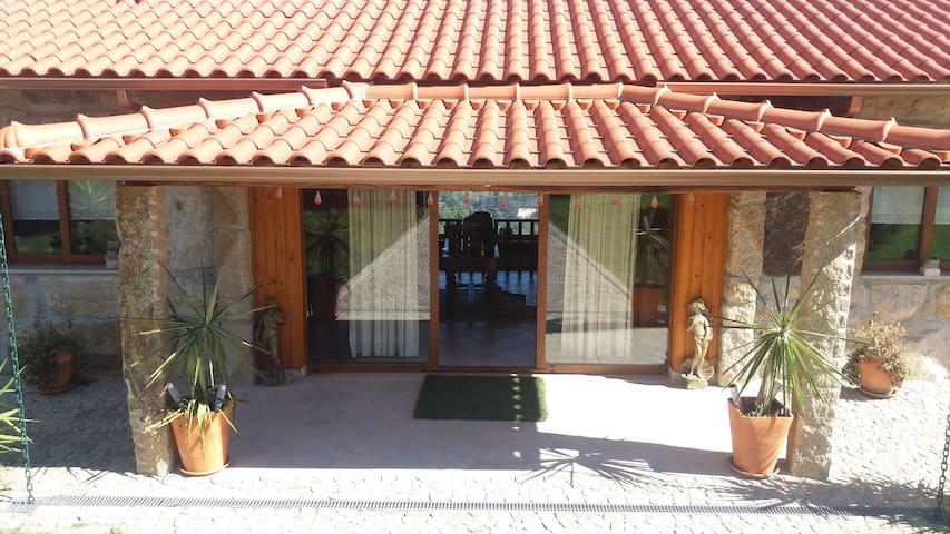 BASTUZ Guest House - Celorico de Basto - Gjestehus