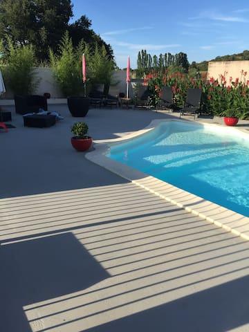 Appartement au calme avec parc et piscine chauffée - Aléria - Квартира