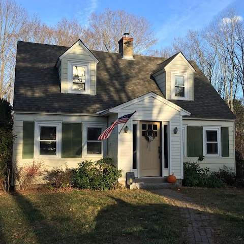 Maine Seacoast Cape Cottage - Close to Everything - Kittery - Hus