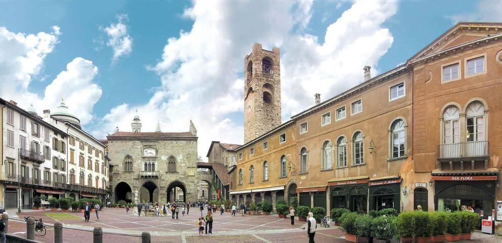 Stanza Privata con ingresso da Piazza Vecchia - Bergamo - Hus