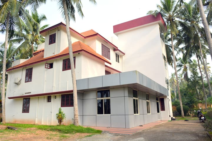 INDEEVARAM APRTMENTS R2 BEACH ROAD - Kovalam - Apartamento