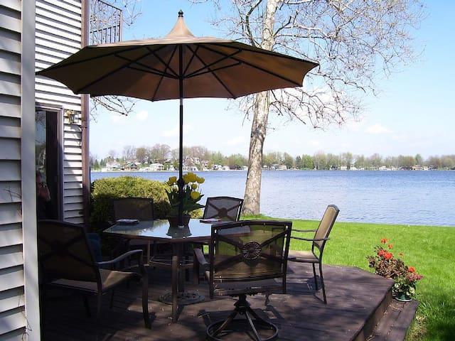 West Michigan Executive Lakefront Home - Saranac - Casa