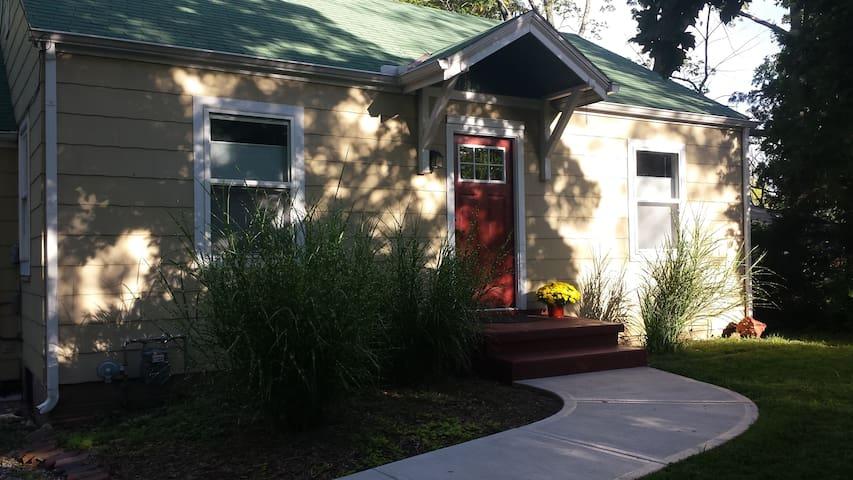 Little House on Barker Avenue - Lawrence - Hus