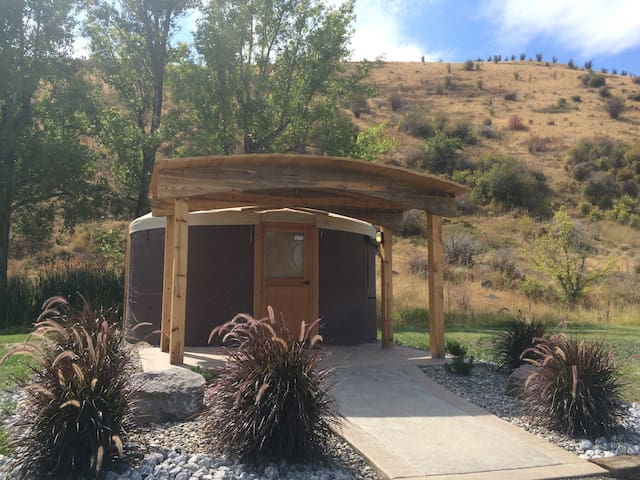 Yurt w/ Private Hot Springs Soak - La Grande - Yurt