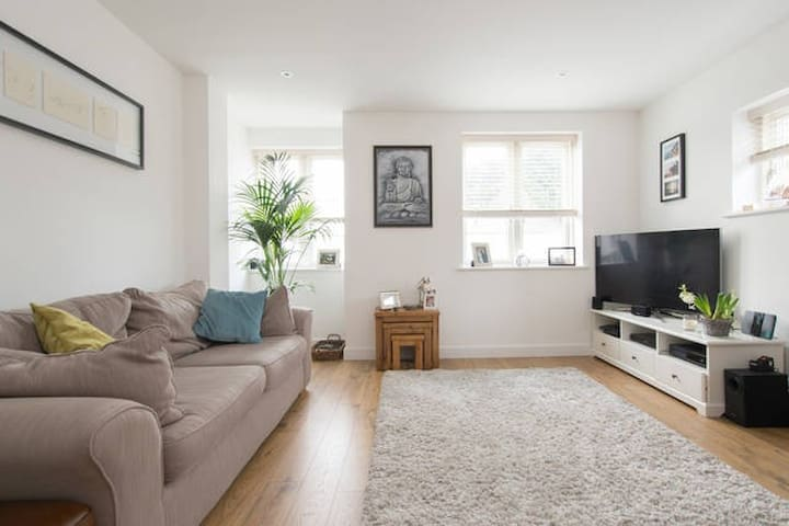 Luxury Modern Apartment in the Heart of Brentwood - Brentwood - 公寓