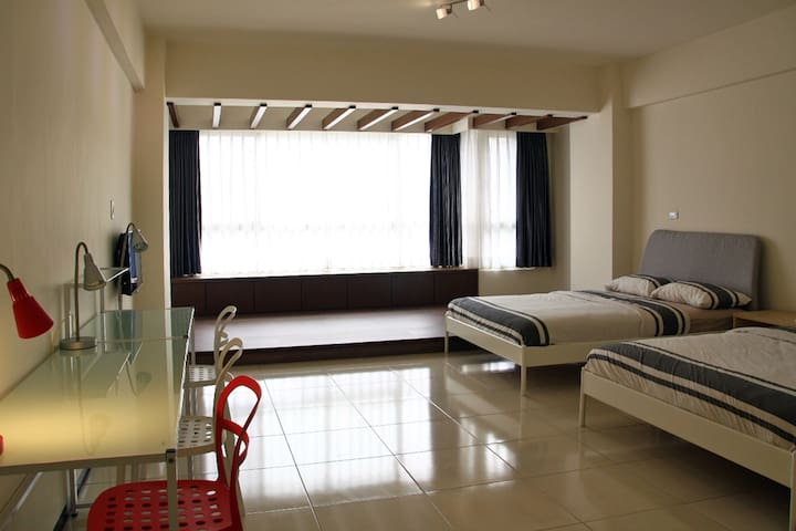 GROUP ROOM for 4 -8 people - Siaogang District, Kaohsiung - Huis