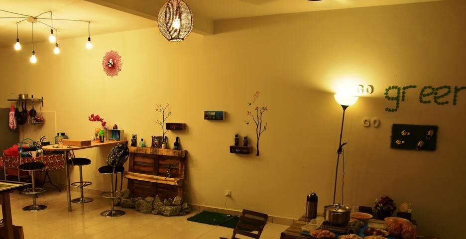 KLIA Mdm Tong Nilai Homestay - Nilai - Casa