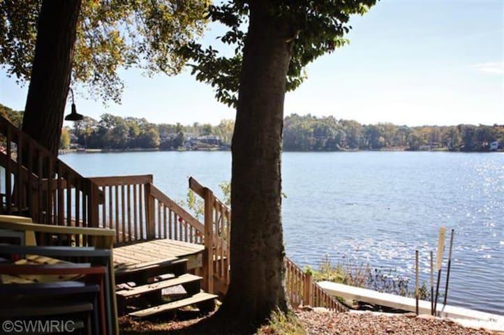 Beautiful lake setting! - Plainwell - Kabin