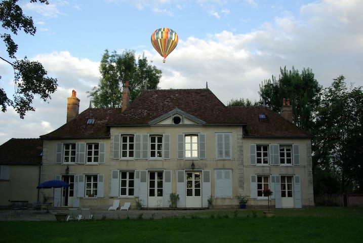 Un château au coeur de la Champagne - Géraudot - Bed & Breakfast