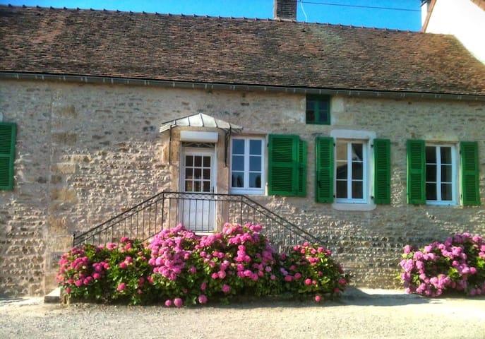 """Gîte """"Chez Monique"""" - Pouillenay - Hus"""