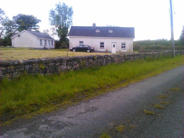 Ploughmans Lodge - Galway - Hus