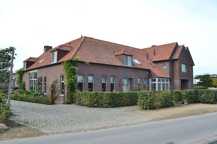 Luxe appartement in rustige omgeving - Bree - Daire