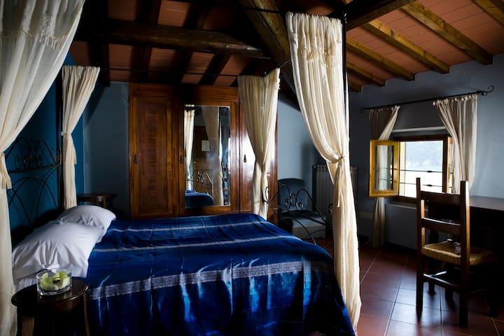 Camera Tripla con Bagno Suite BLU - Borgo San Lorenzo - Bed & Breakfast