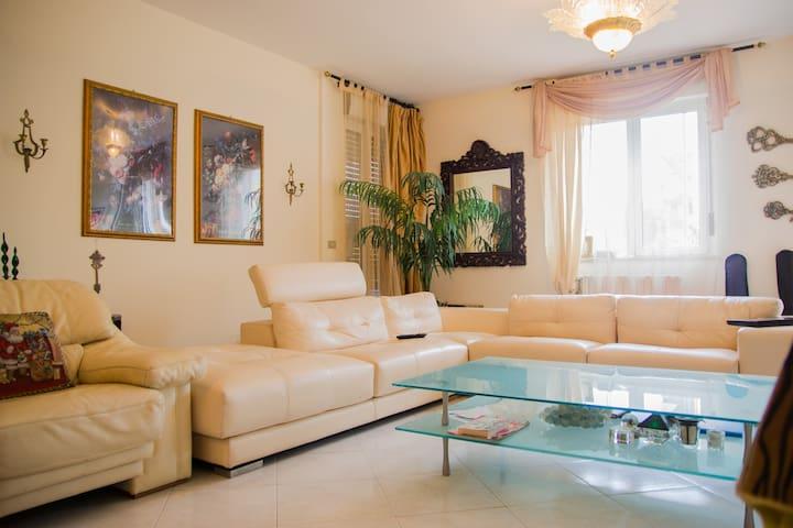 Room in apartment with private bathroom - Valenzano - Departamento