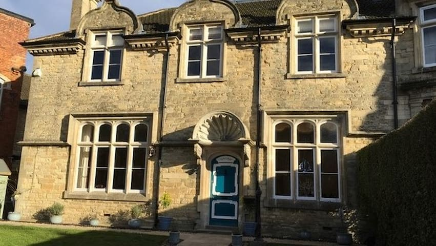 Heritage Luxury B&B Calne. King size ensuite - Calne - Bed & Breakfast