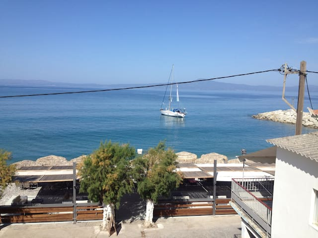 AGKALI Maisonette 55 square meter front of the sea - Akrogiali - Huis