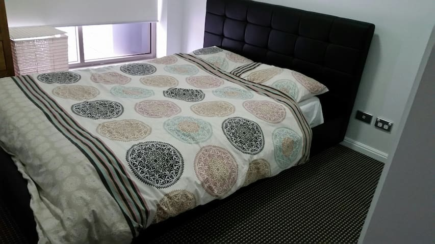 Spacious Double bed room - Epping - Leilighet