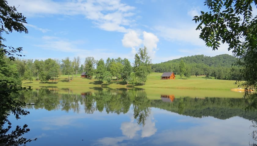Southern Comfort Lakeside Cabin Resort - Nellysford - Casa
