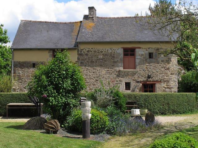 maison de charme dans un jardin - Saint-Pern - Hus