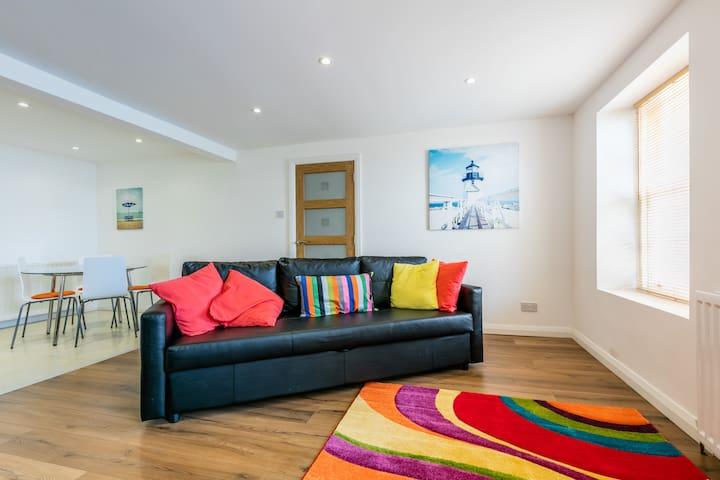 Large Apartment with stunning views - Bangor - Apartmen