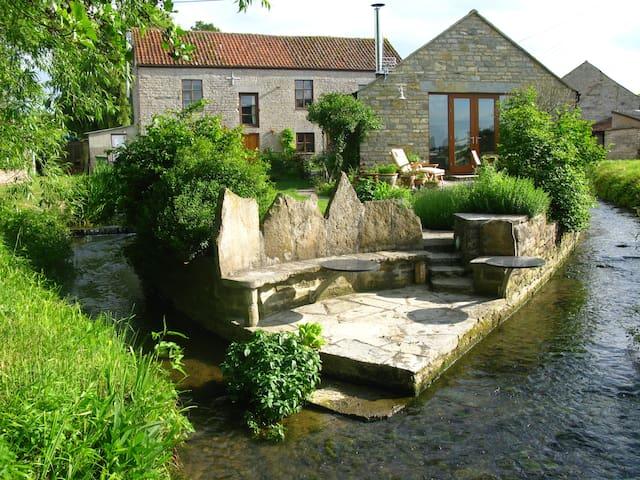 Mill Barn Nestled By The Stream - Keinton Mandeville - Hus