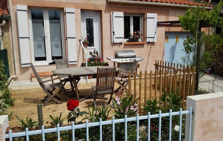 Maison 2 ch/5 pers, 2 terrasses, vue sur Canigou - Prades - Дом