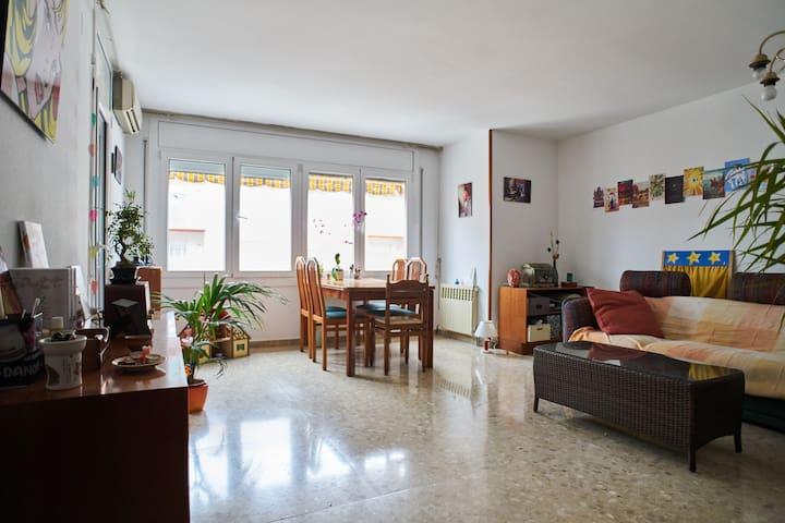 Hab. Exterior cama individual - Igualada - 家庭式旅館